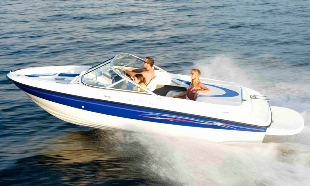 Hire Motor boat with or without skipper Bayliner Manerba del Garda