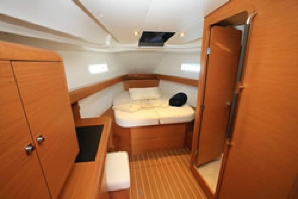 Rental yacht Paraty - Jeanneau Jeanneau 439 on SamBoat