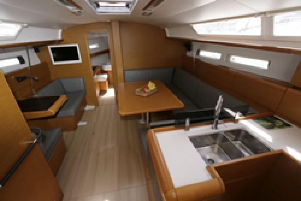 Rental Sailboat in Paraty - Jeanneau Jeanneau 439