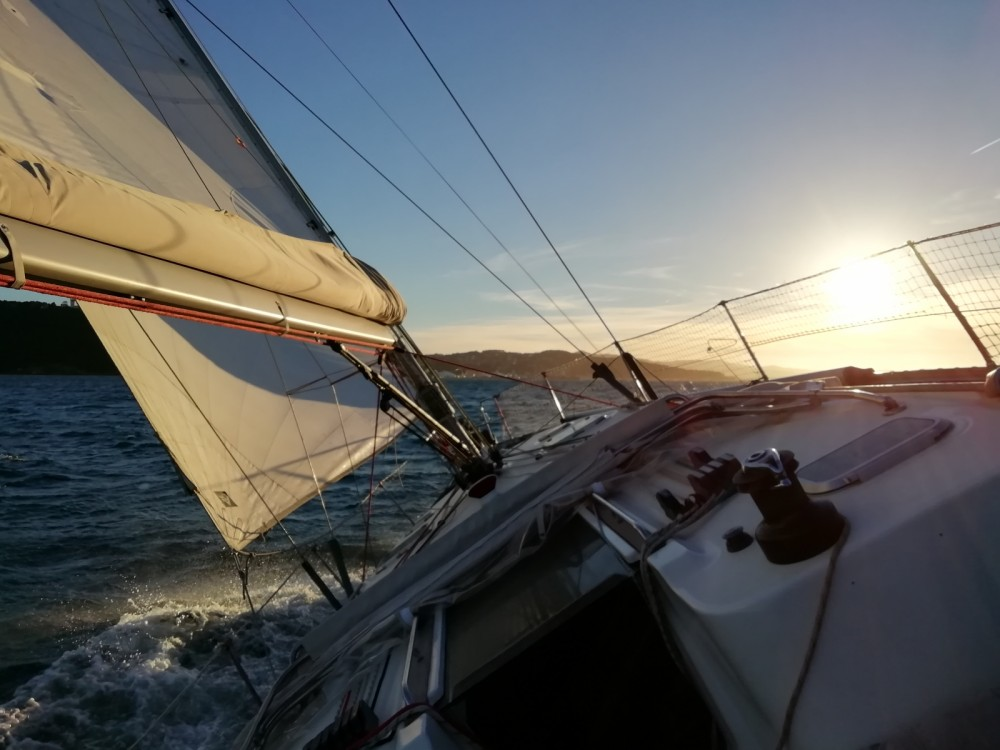 Hire Sailboat with or without skipper Jeanneau Bandol