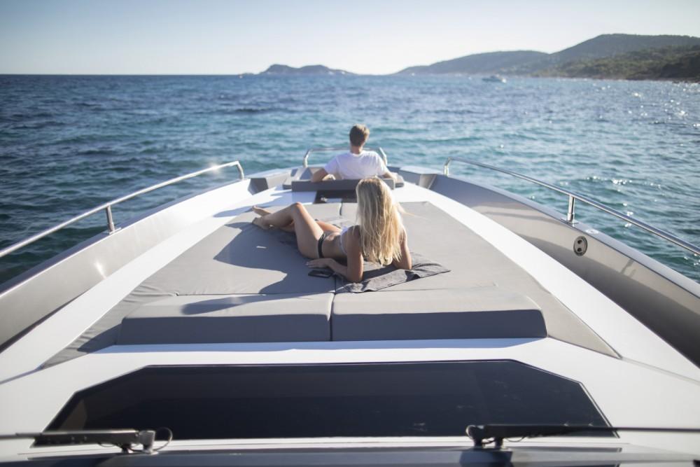 Boat rental Saint-Tropez cheap MED 52