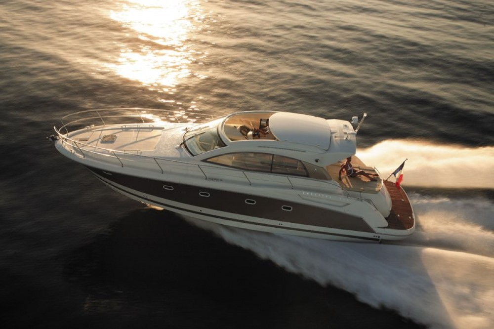 Boat rental Saint-Tropez cheap Prestige 42