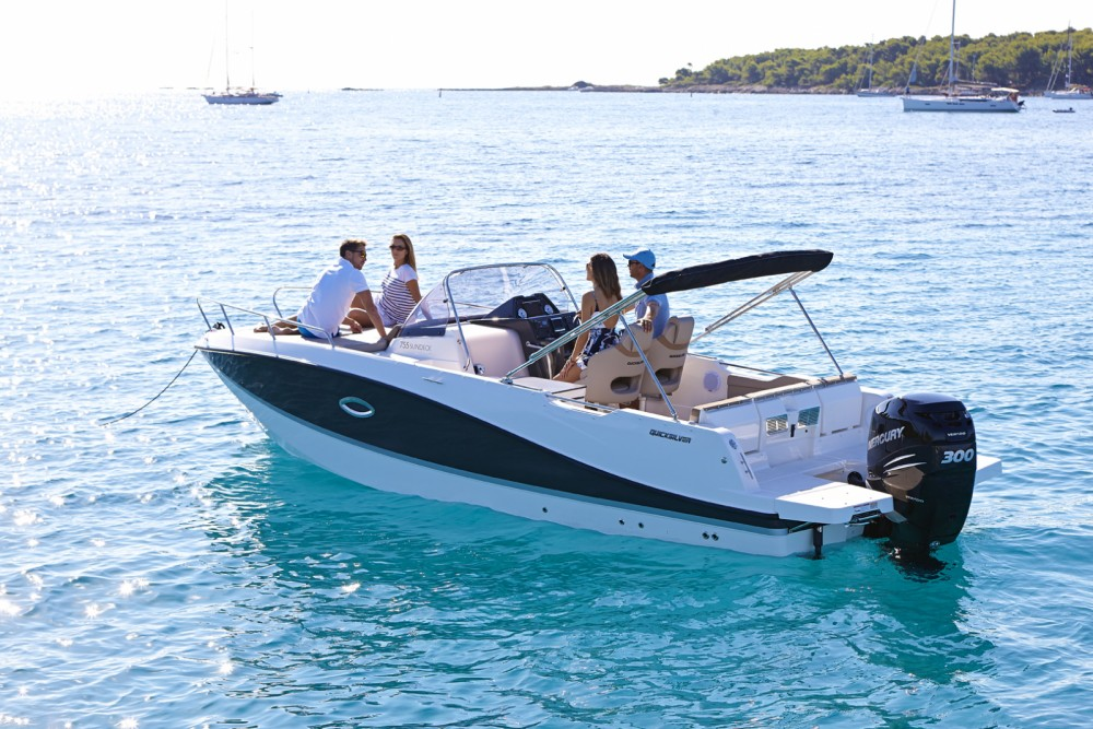 Quicksilver Activ 755 Sundeck between personal and professional La Orotava