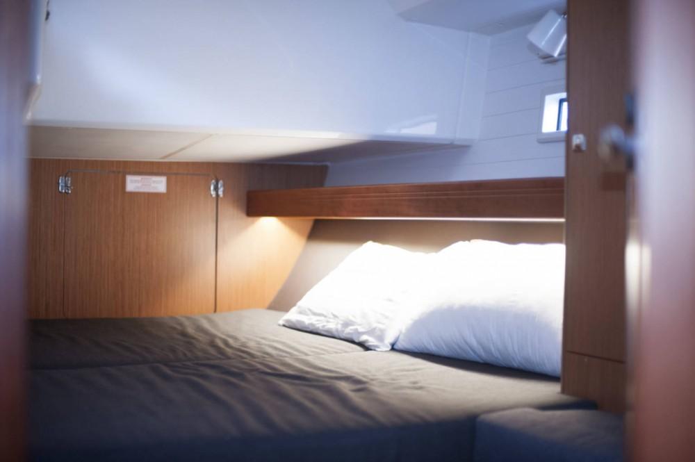 Rental Sailboat in San Vincenzo - Bavaria Bavaria 46 Cruiser New