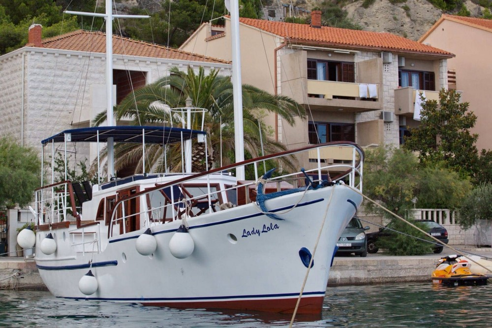 Yacht for rent Omiš at the best price