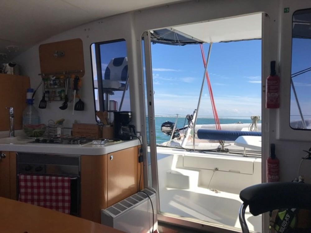 Rental Catamaran in Saint-Valery-sur-Somme - Fountaine Pajot Mahe 36