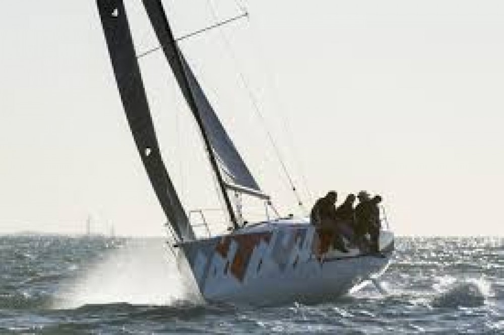 Boat rental Jeanneau sun fast 32 ou 3200 in Les Sables-d'Olonne on Samboat