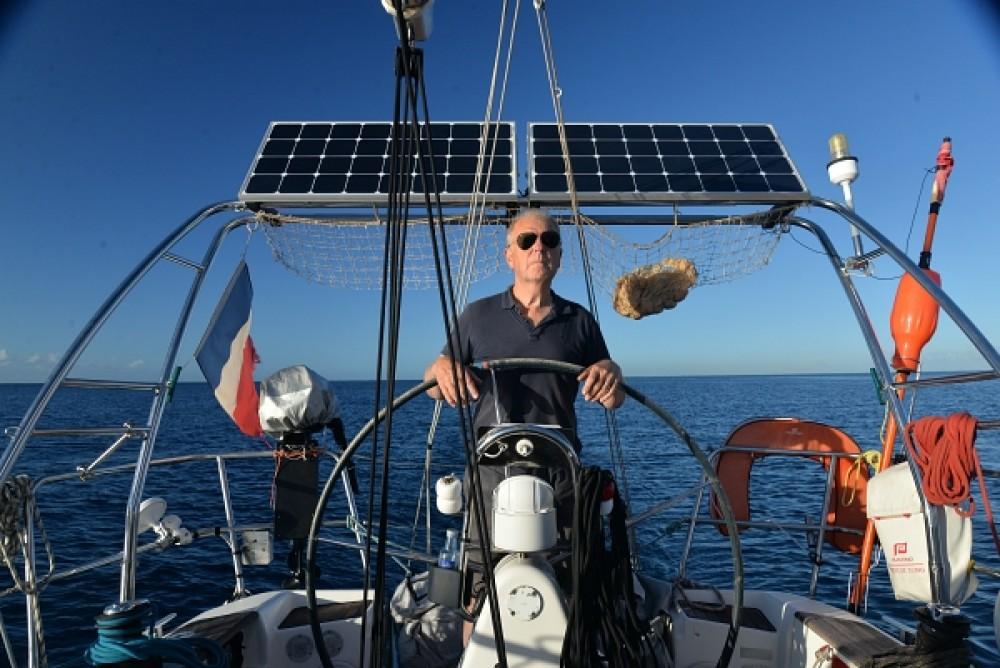 Boat rental Dufour Dufour 34 Performance in La Rochelle on Samboat