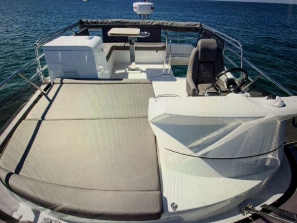 Rental Motorboat in La Grande-Motte - Jeanneau Prestige 420 Fly