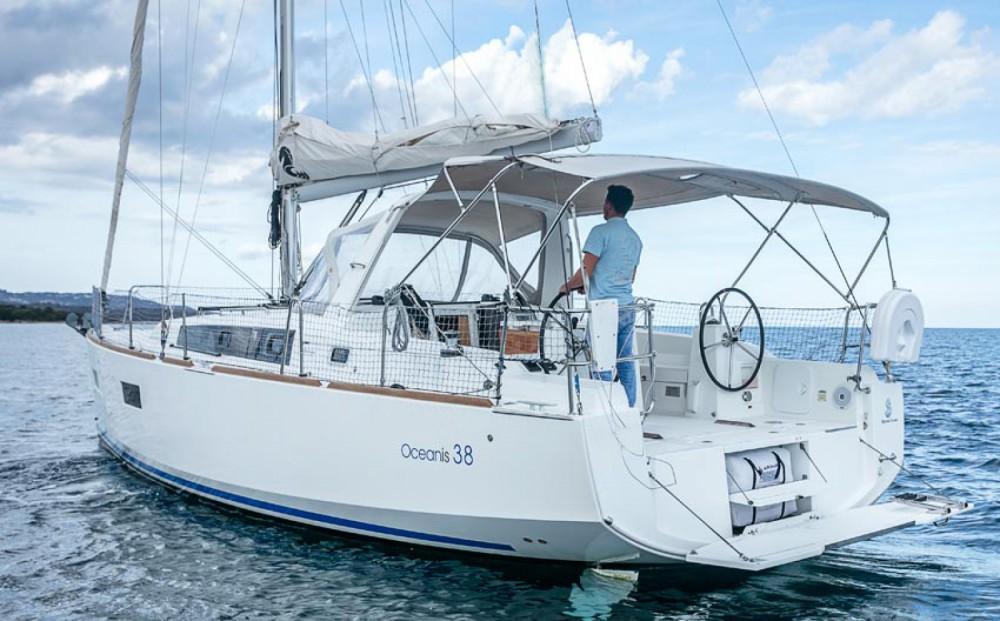 Rent a Bénéteau OCEANIS 38 Ayamonte