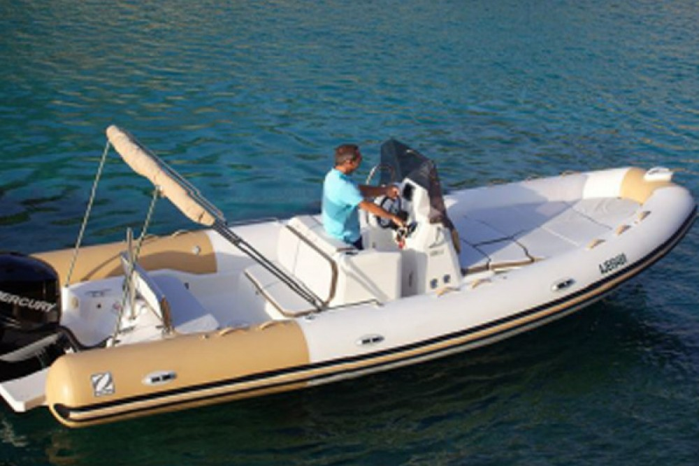 Boat rental Zodiac MEDLINE 750 in Saint-Tropez on Samboat
