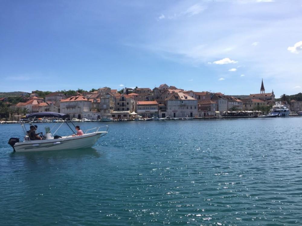 Boat rental Milna cheap Reful Open 5