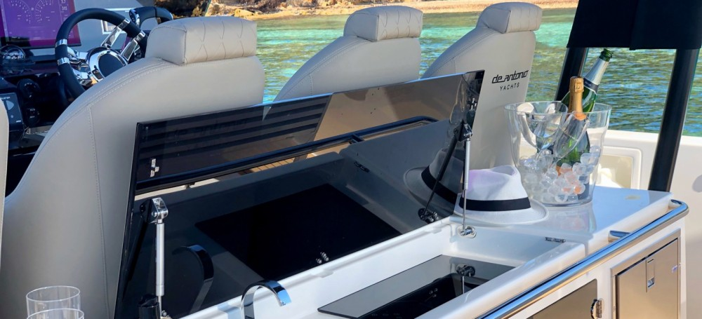 Hire Motor boat with or without skipper De Antonio Saint-Jean-Cap-Ferrat