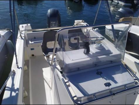 Rental yacht Le Lavandou - White Shark White Shark 205 on SamBoat