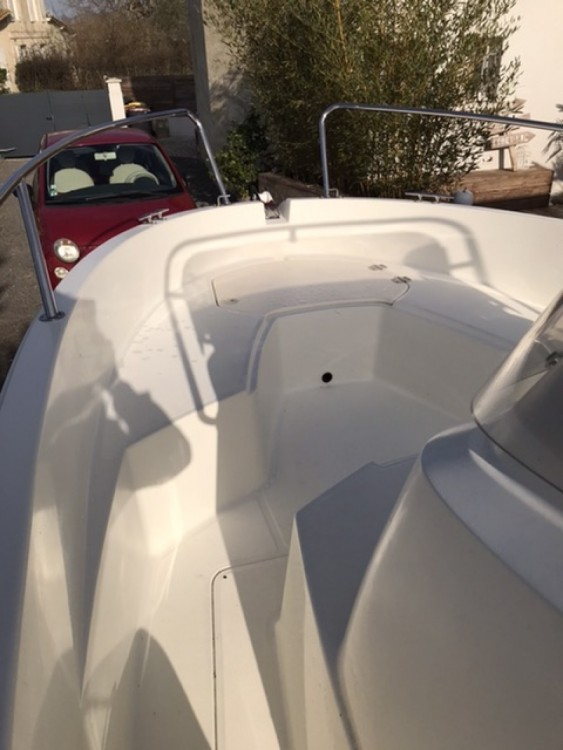 Hire Motor boat with or without skipper Jeanneau Lège-Cap-Ferret