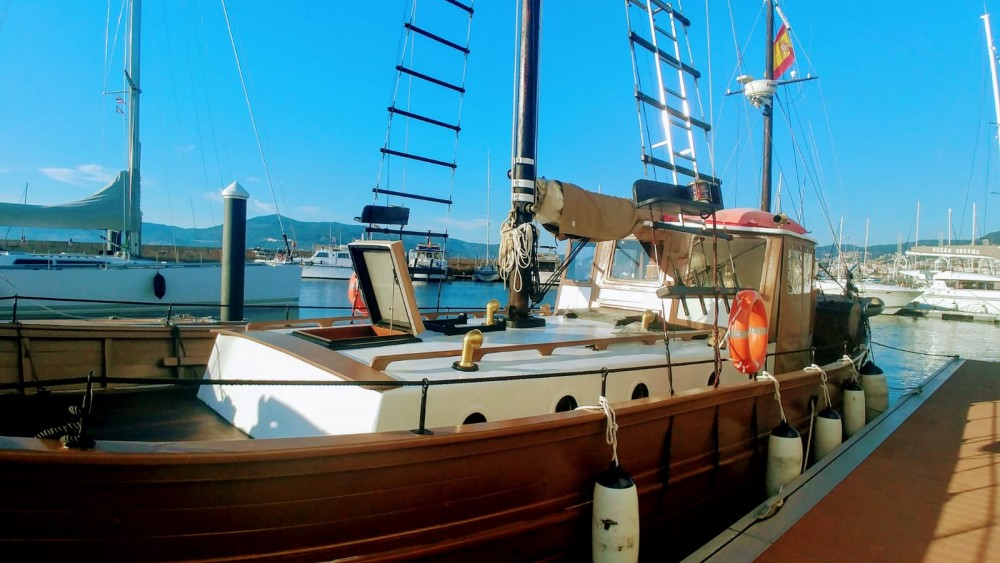 Hire Sailboat with or without skipper Astilleros Montenegro Sanxenxo