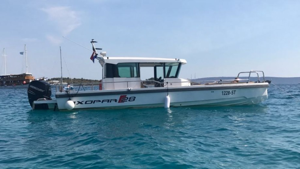 Hire Motor boat with or without skipper Axopar Trogir