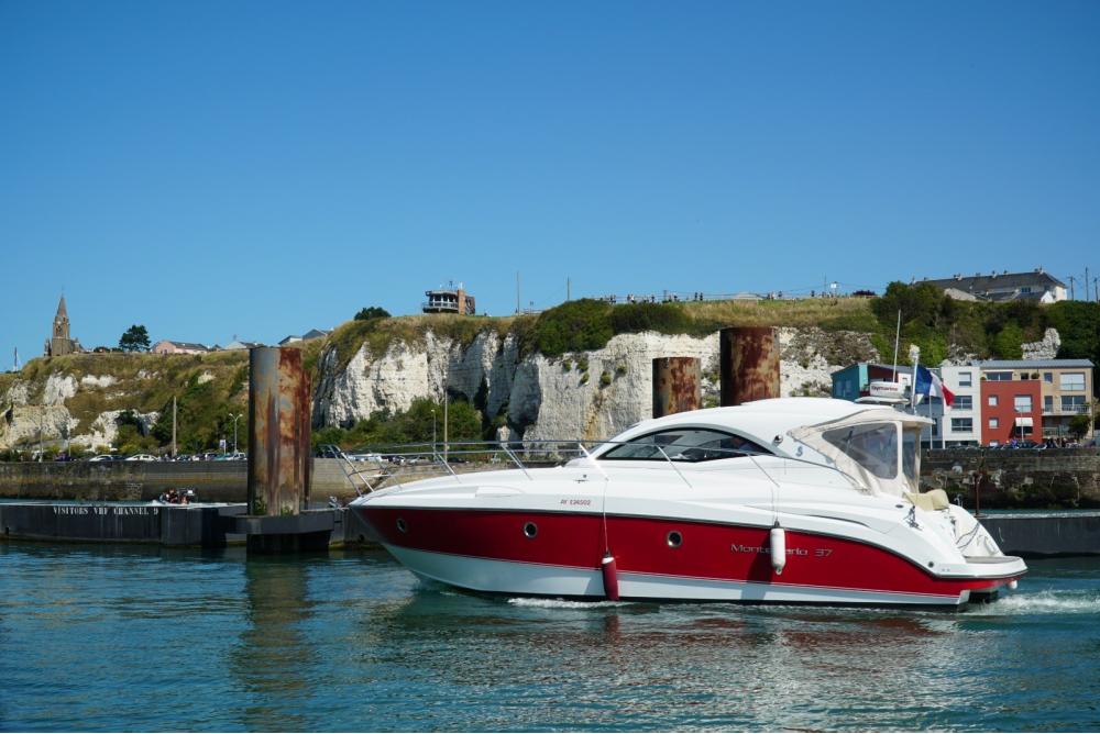 Rental yacht Saint-Valery-sur-Somme - Bénéteau Monte carlo 37 on SamBoat