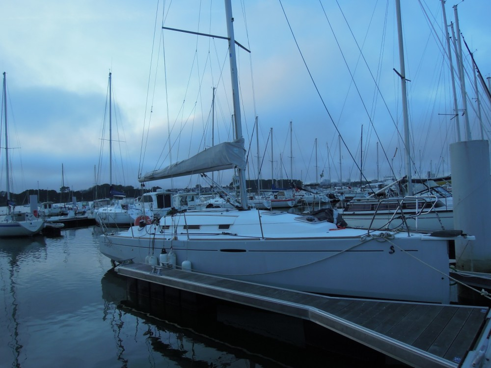 Sailboat for rent Quiberon at the best price