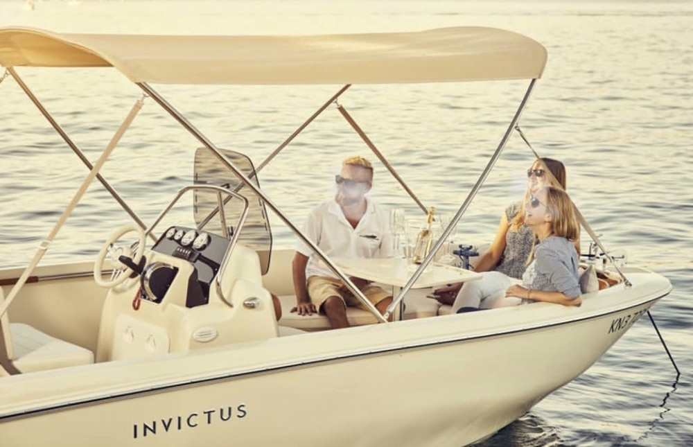 Hire Motor boat with or without skipper Invictus  Tropea