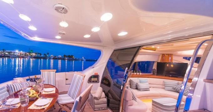 Rental yacht Valletta - Azimut Azimut 68 Plus on SamBoat