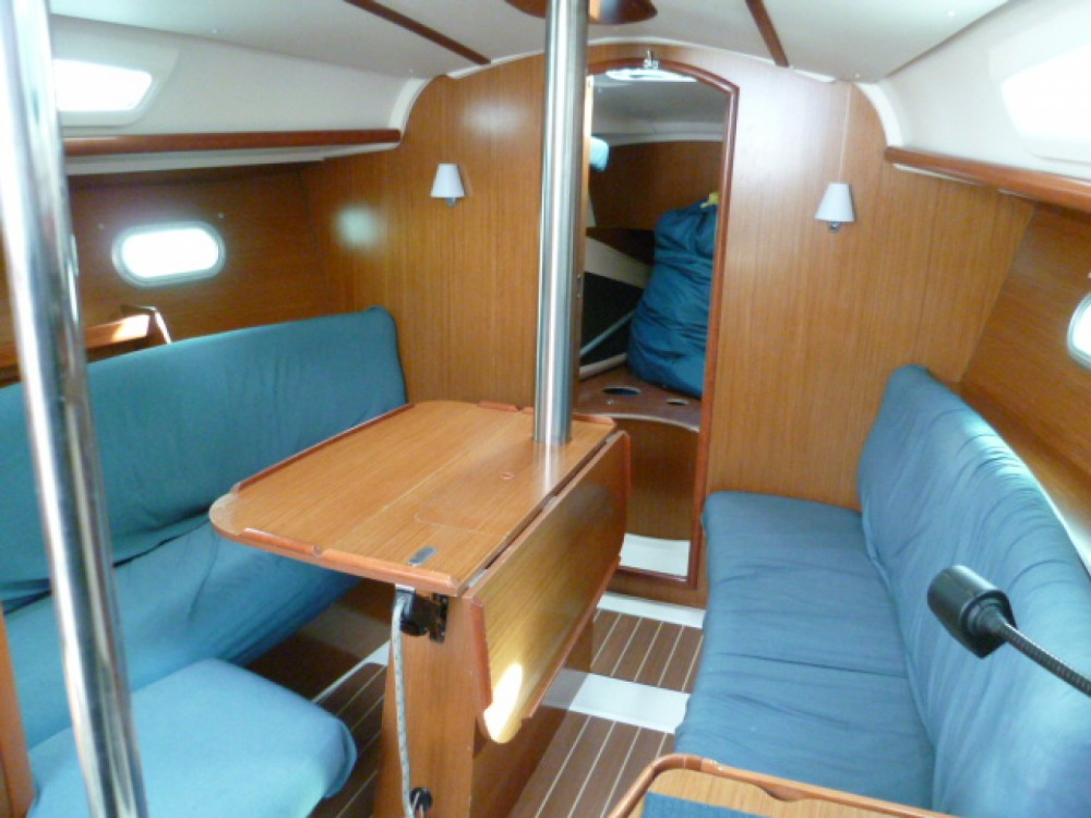 Boat rental Jeanneau Sun Odyssey 32i in Arzon on Samboat