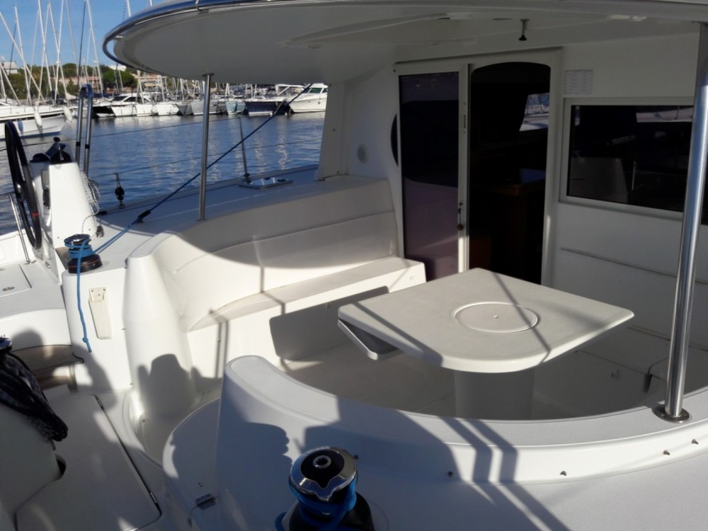 Rental Catamaran Nautitech with a permit