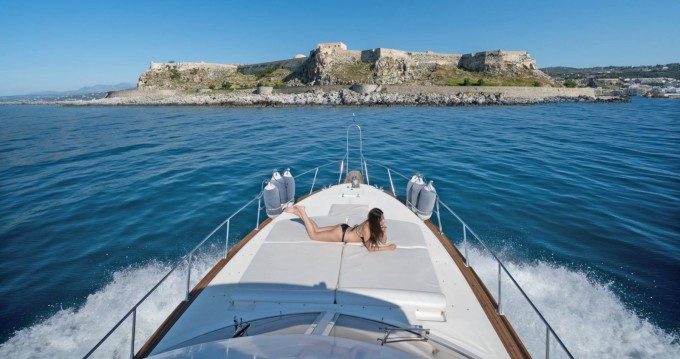 Motorboat for rent Rethymno at the best price