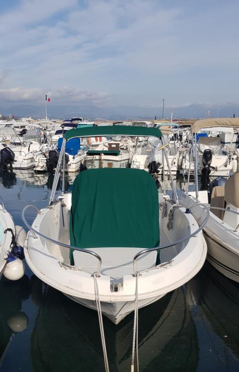 Boat rental Antibes cheap Cap Camarat 5.5 WA