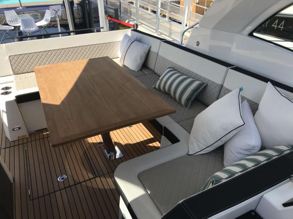 Rental Motor boat in Cogolin - Jeanneau Leader 33