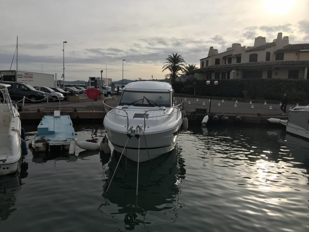 Boat rental Jeanneau Leader 33 in Cogolin on Samboat
