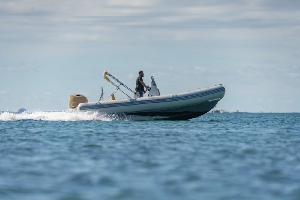 Boat rental Pointe-à-Pitre cheap Medline 580
