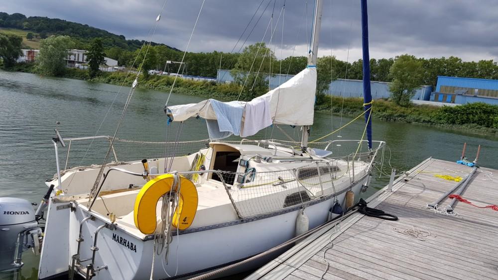 Sailboat for rent Vaux-sur-Seine at the best price