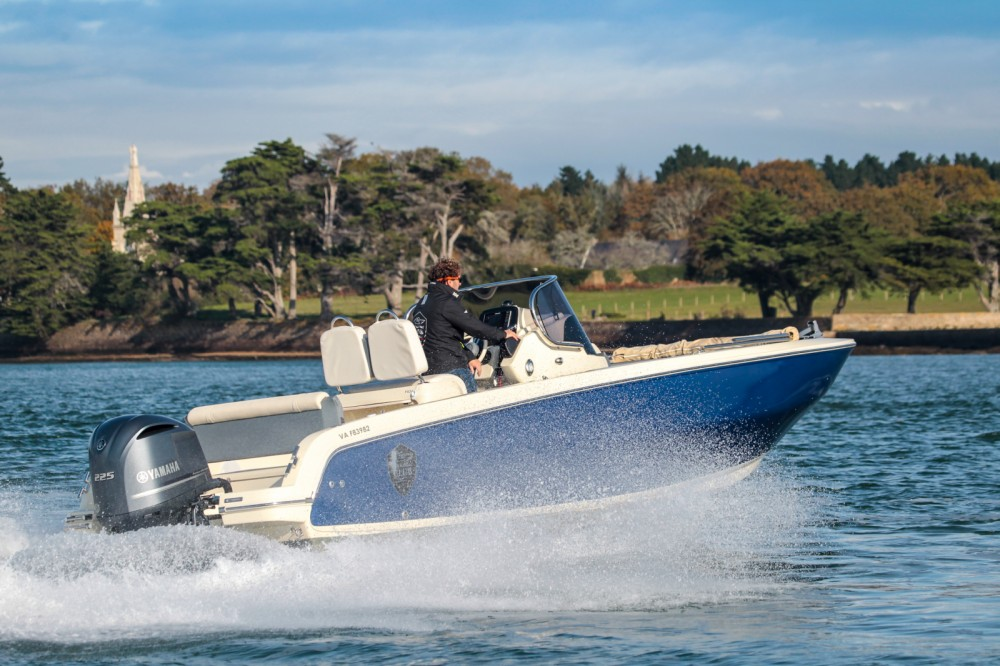 Hire Motorboat with or without skipper Invictus  Vannes