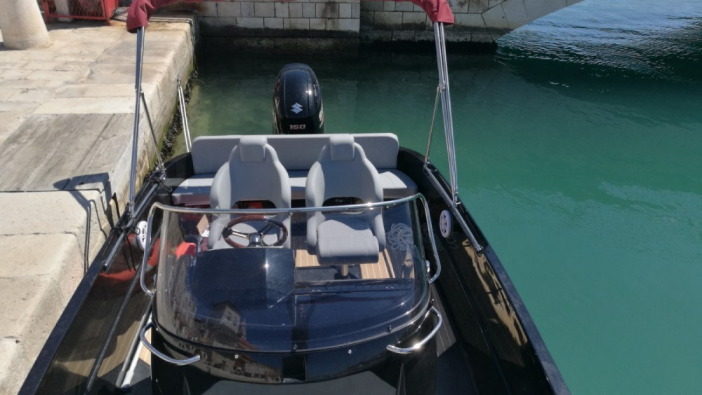 Rental Motor boat Remus with a permit
