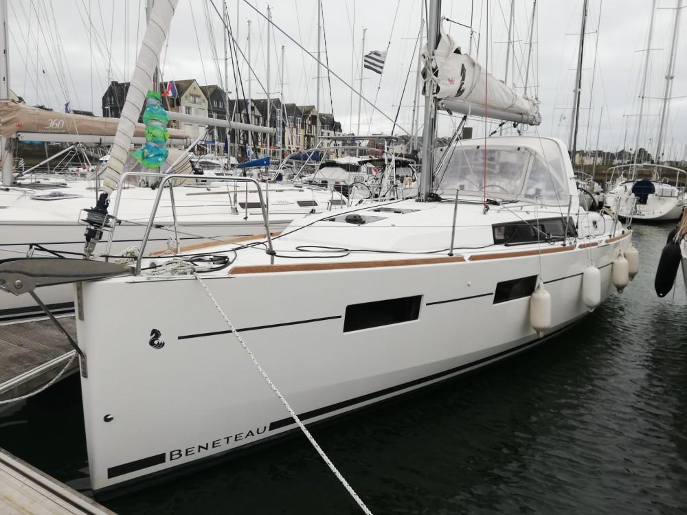"""Bénéteau OCEANIS 35 """"Nouvelle vague"""" between personal and professional Arzon"""
