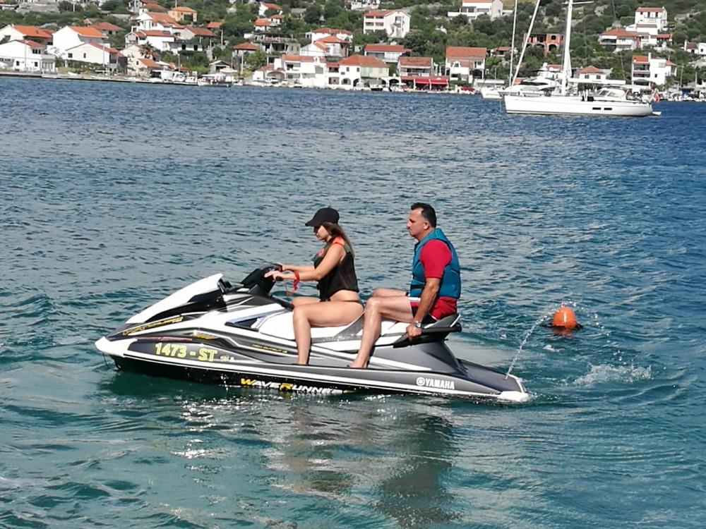 Boat rental Yamaha Ymaha VX 180 HP in Vinišće on Samboat