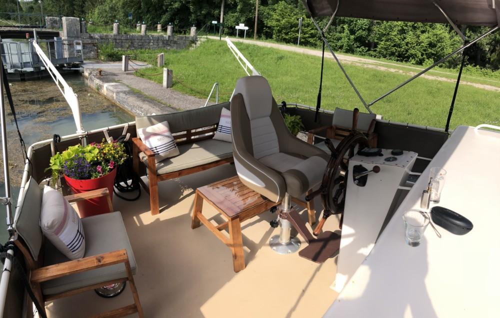 Rental Canal boat in Moret-Loing-et-Orvanne - Van Pelt Kruiser AK