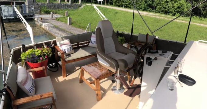 Boat rental Van Pelt Kruiser AK in Moret-sur-Loing on Samboat