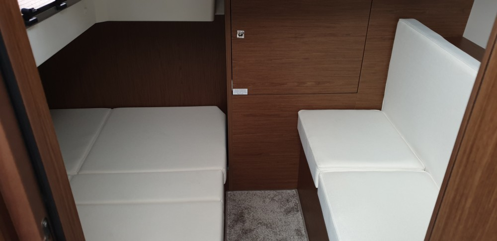 Jeanneau Leader 33 between personal and professional Cogolin