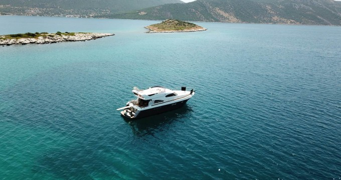 Yacht for rent Lávrio at the best price