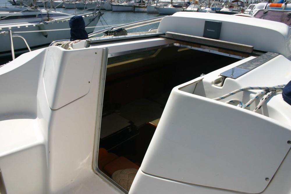 Rental yacht Cagliari - Hunter 33 shoal keel on SamBoat