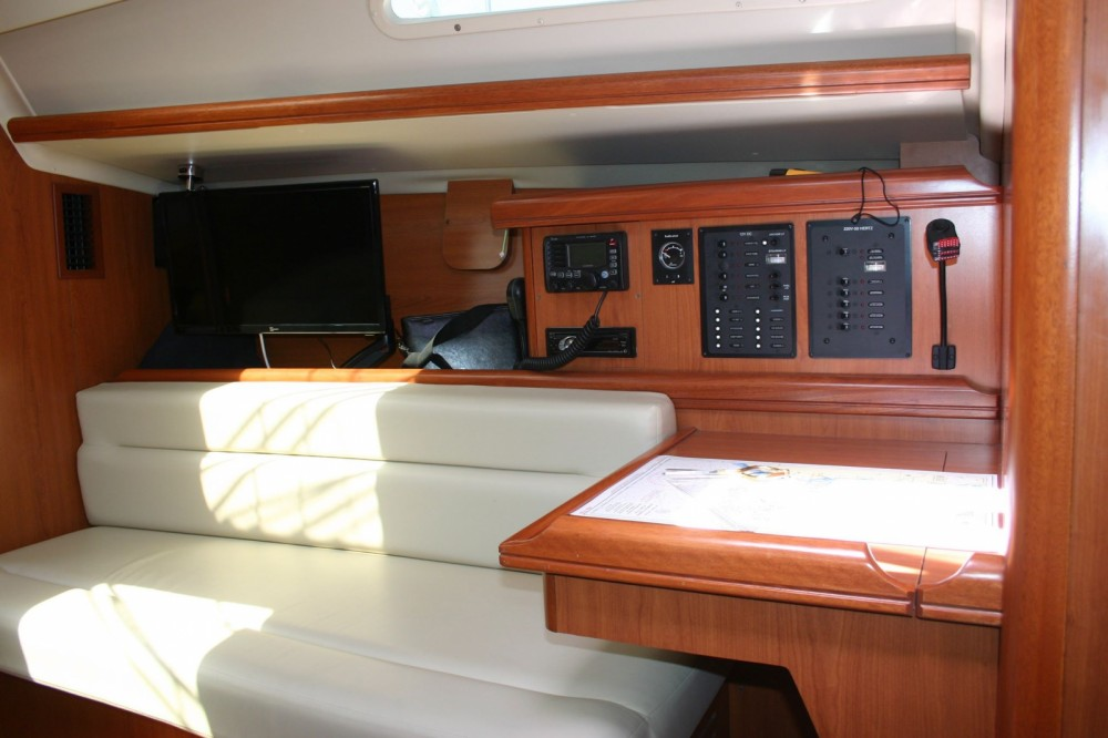 Hire Sailboat with or without skipper Hunter Cagliari