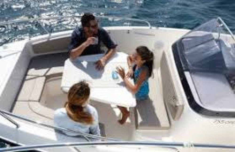 Motor boat for rent Port Grimaud at the best price