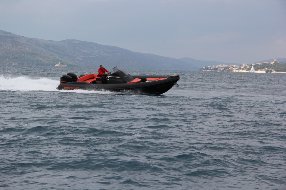 Rental yacht Split - Lomac Adrenalina 9.5 on SamBoat