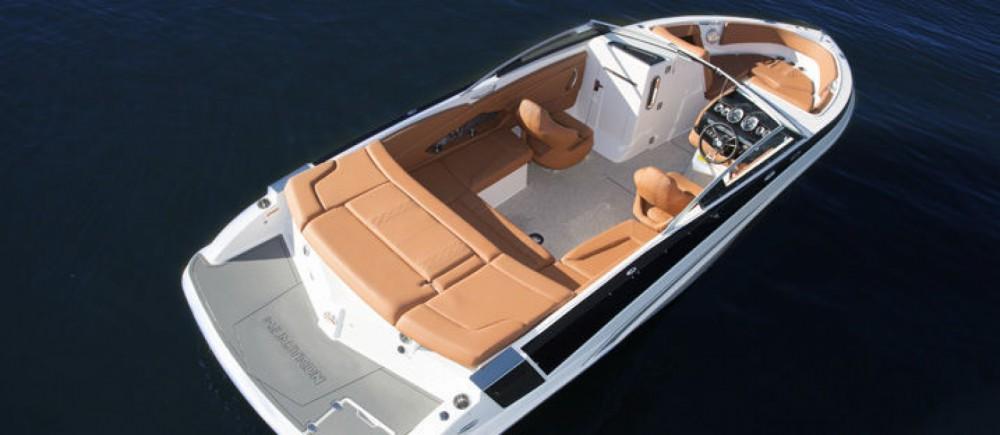Boat rental Glastron GT 245 in Ajaccio on Samboat