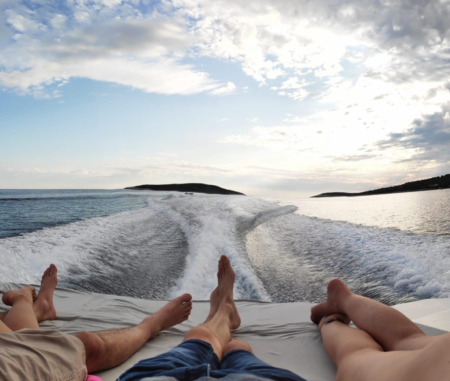 Rental Motorboat in Bol - Mercan 36 excursions