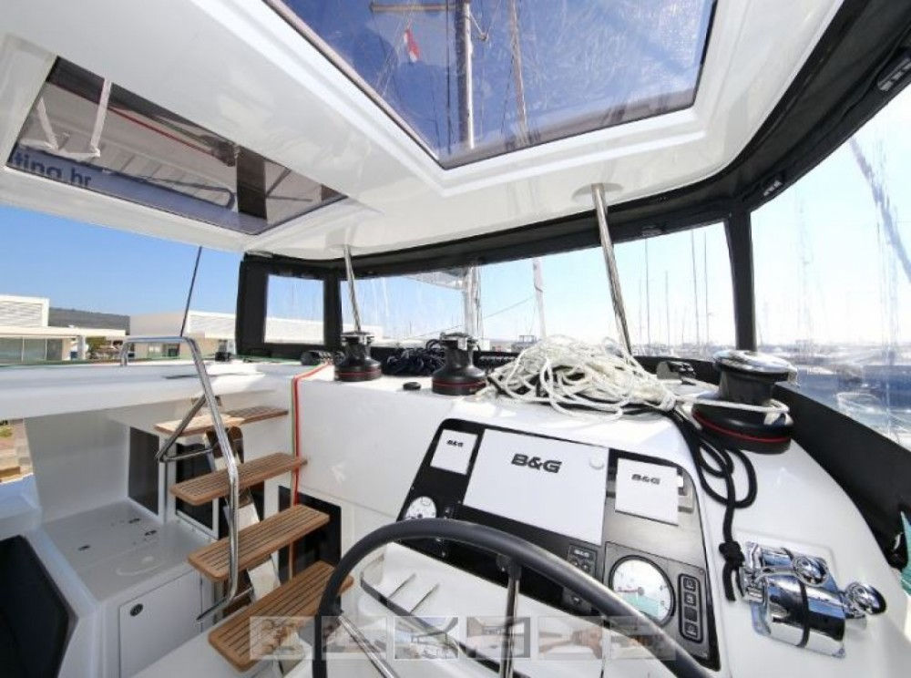Lagoon Lagoon 450 Sport Top between personal and professional Porto-Vecchio