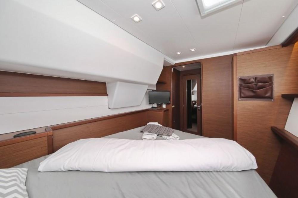 Hire Catamaran with or without skipper Lagoon Sari-Solenzara