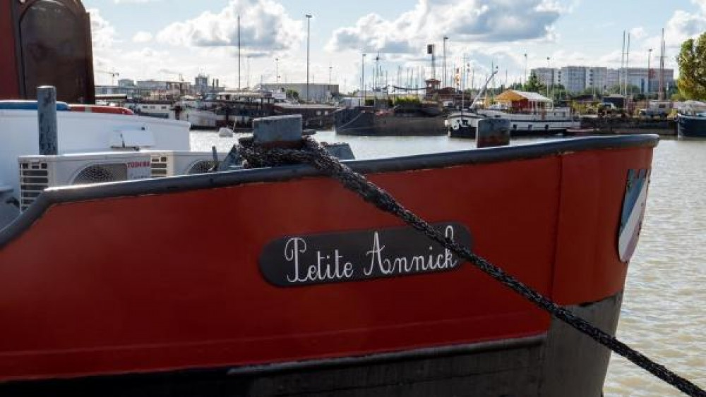 Rental Canal boat Chantier Plaquet with a permit